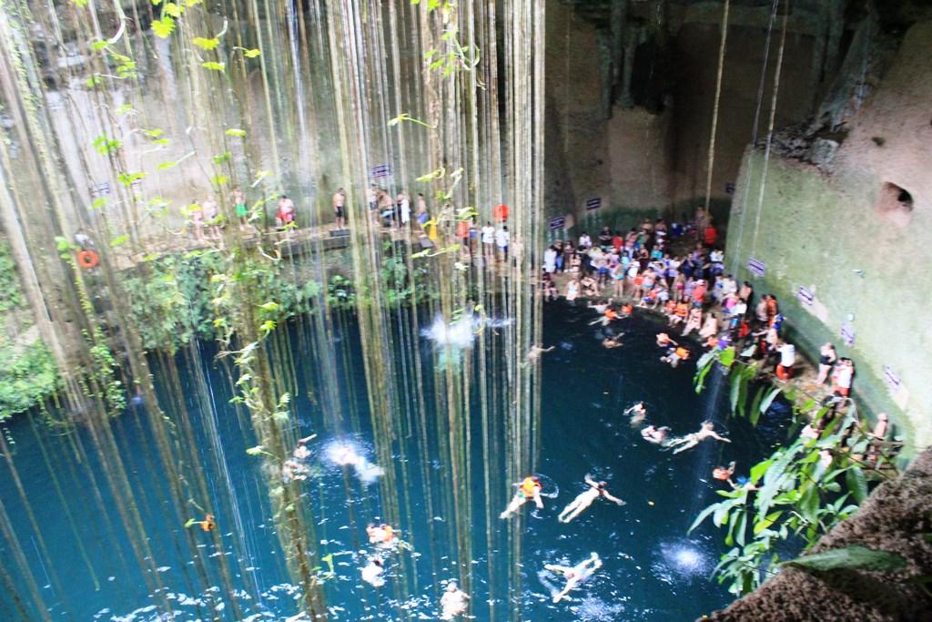 Blick in die Cenote Ik Kil