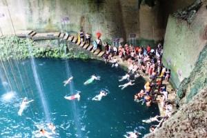 Menschenmassen in der Cenote Ik Kil